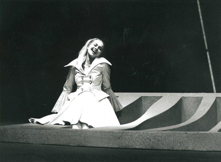 """Als """"Polly"""" in der """"Dreigroschenoper"""" am Staatstheater Braunschweig 1996"""